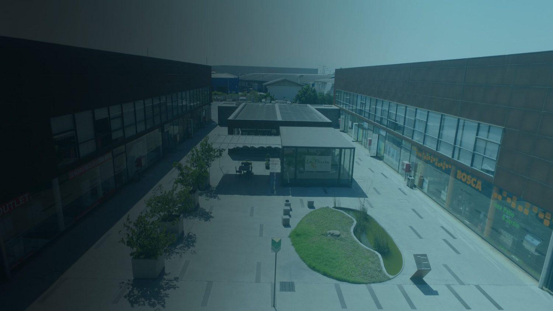 Frontis Casa Nor- Oriente :Centro Comercial y Empresarial